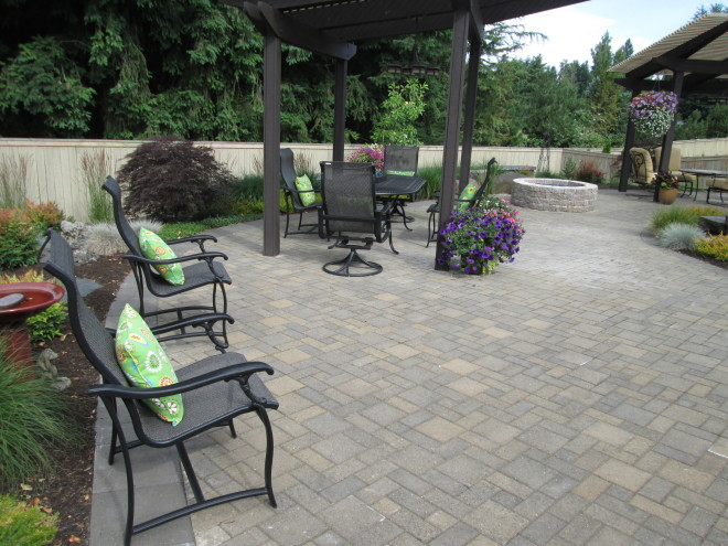 Holland Series - Summit Blend (project by Woody's Custom Landscaping)